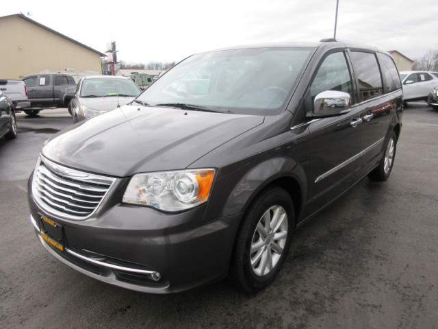 2016 CHRYSLER TOWN & COUNTRY - Image 8