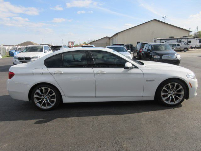 2016 BMW 528 - Image 2