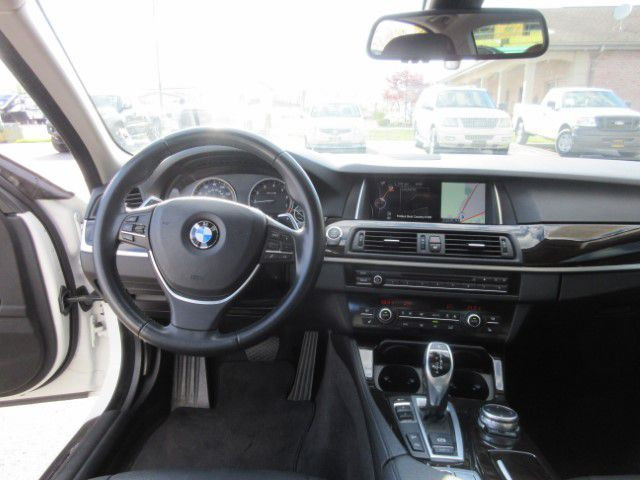 2016 BMW 528 - Image 15